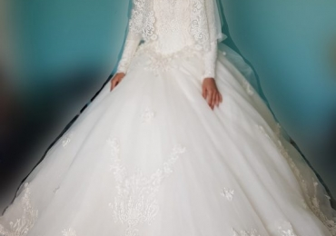BEAUTIFUL WEDDING DRESS BRAND NEW